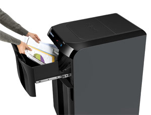stapel-papier-in-automatische-shredder