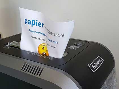papier-vastgelopen-in-papierversnipperaar